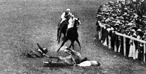 Emily Wilding Davison dó fáeinum dögum eftir að hún stökk fyrir veðhlaupahest konungs árið 1913.
