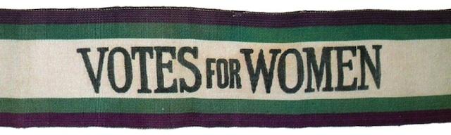 Dæmi um baráttufána súffragettanna. Litir þeirra voru hvítur, grænn og fjólublár.
