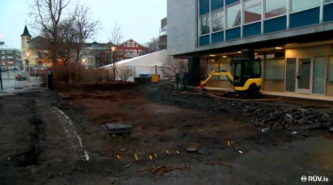 Skjáskot úr frétt RÚV (20.12'15) um uppgröftinn við Landsímahúsið.