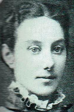 Ólöf Sigurðardóttir frá Hlöðum lauk ljósmæðraprófi frá hinni konunglegu fæðingarstofnun í Kaupmannahöfn árið 1883.