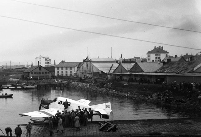 Hafnargarðurinn var færður fram um 7 metra og Tryggvagata breikkuð, árið 1928. Ljósmyndari Magnús Ólafsson. Ljósmyndasafn Reykjavíkur.