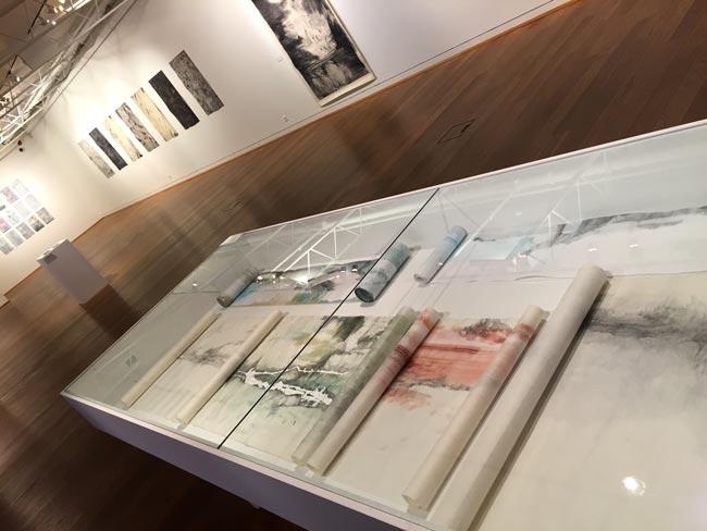Soffía Sæmundsdóttir, Framhald, verk í sýningarborði, Blek, blýjantur á japanskan pappír, 2014-2016. Ljósm. Aðalheiður Valgeirsdóttir